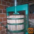 Prodam hidraulicnopreso za grozdje 400L.V celoti obnovljena.