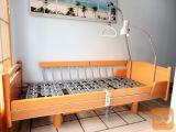 Električna negovalna postelja s trapezom, lučjo in predalom
